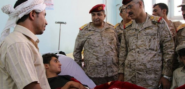Cheif of Staff inspects wounded soldiers in Marib