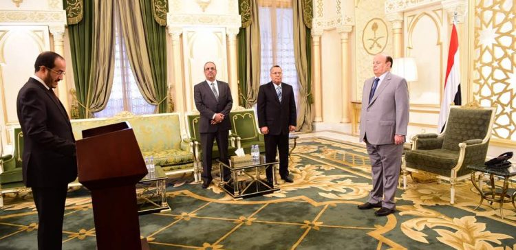 During swear-in of new ministers, Hadi says Yemen is at crossroads