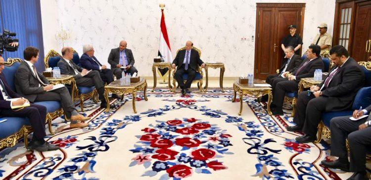 President Hadi receives UN's Special Envoy to Yemen Martin Griffiths