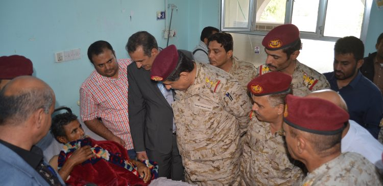Chief of Staff inspects army's injured people in Mareb