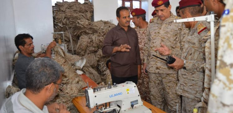 Chief of Staff visits Military clothes lab