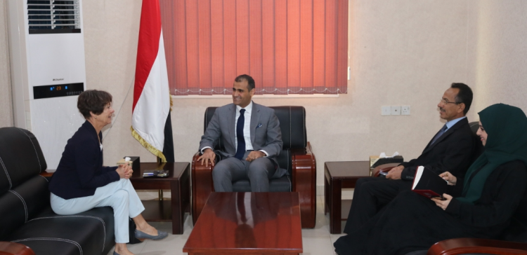 Government blames Houthis for failure of public employee payment