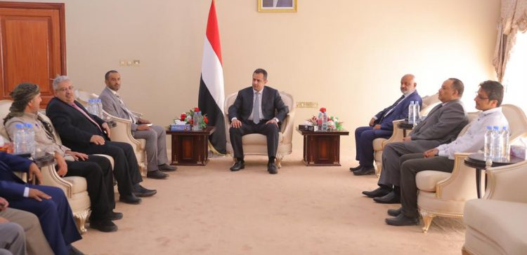 PM discusses with UN Redeployment Committee situations in Hodeida