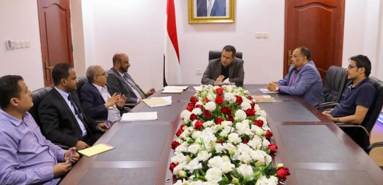 PM discusses needs of oil production and refining companies with managements