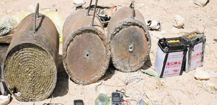 Army's demining team removed Houthis-laid 4 IEDs in Hodeidah