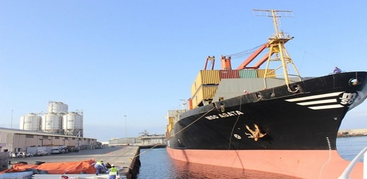 Saudi fuel grant arrives in Mukalla seaport