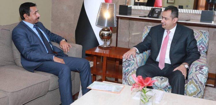 PM, Shabwa Governor discuss resuming oil exports, development