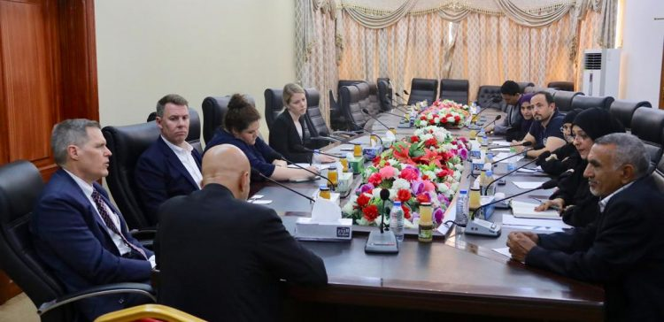 American Ambassador meets with businessmen in Aden