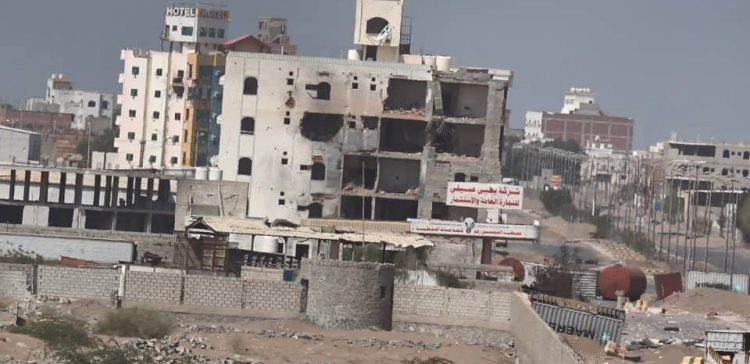 Houthi militia shells residential neighborhoods in Hodeidah
