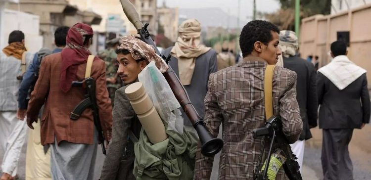 Houthi militias force families in Rahaba area to leave homes, kidnap others