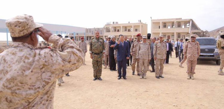 PM visits 2nd Military Region in Hadramout