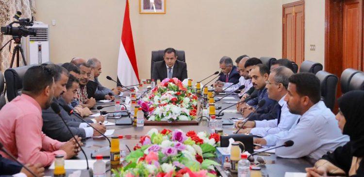 PM urges establishing strategic stocks of basic commodities