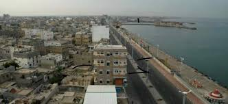 Bahraini charity distributes 500 food parcels to Hodeidi displaced people in Aden