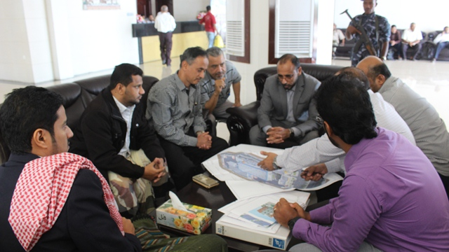 Fishery minister studies designs for establishing factories for canning fish in Hadhramout