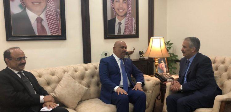 FM, Jordanian Interior Minister discuss facilitation to Yemenis