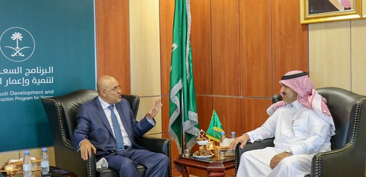 Taiz Governor, Saudi Ambassador discuss province's needs of crucial projects