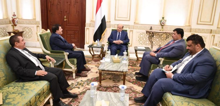 Hadi emphasizes ranks unification to protect civilians from Houthis