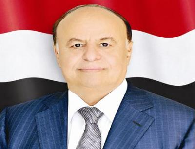 Hadi condoles relatives of officers killed in Houthi terror attack