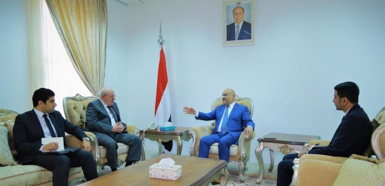 Foreign Minister , Egyptian ambassador discuss training Yemeni diplomats in Egypt