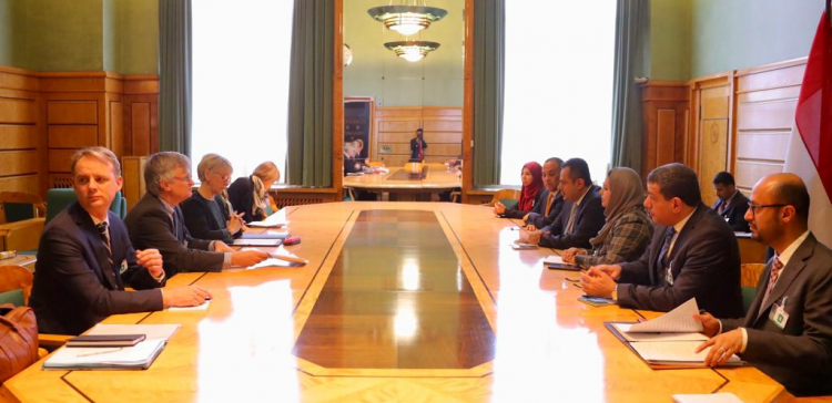 PM discusses with Swedish FM efforts to implement Stockholm Agreement