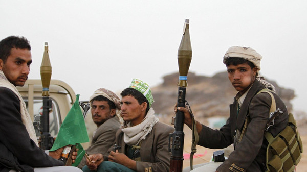 Houthi militia snatches 200 wheat-loaded aid trucks