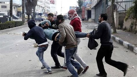 Israeli forces kill Palestinian youth, injure others at Gaza border