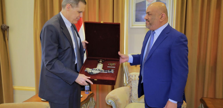 Alyemany receives American Ambassador to say goodbye
