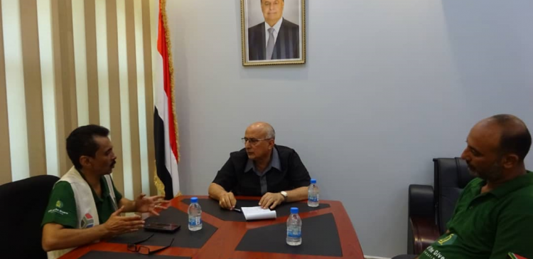 Fatah discusses with Gift Organization's representative implementing relief projects