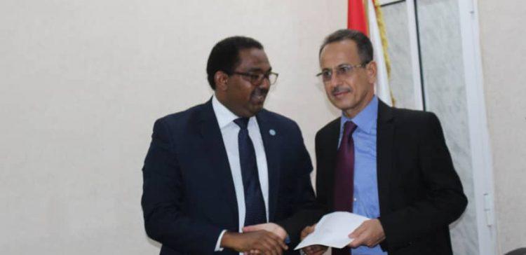 FAO representative presents his credentials to FM's office