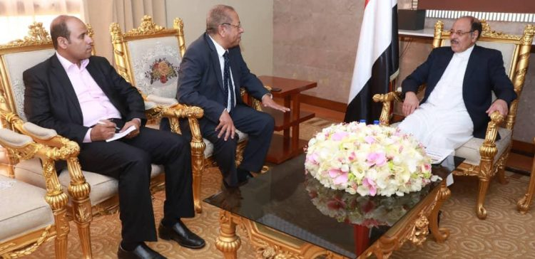 VP hears from expats minister on situation of Yemenis abroad