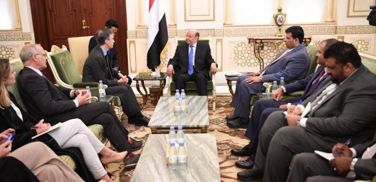 President praises UK positions supporting Yemen