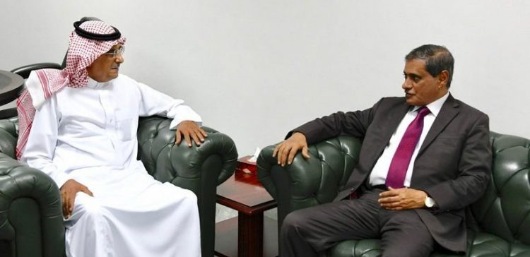 Hadhramout, KSrelief discuss implemented humanitarian projects