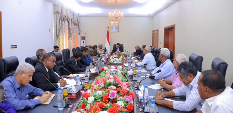 PM praises local authority's efforts to improve services in Lahj governorate