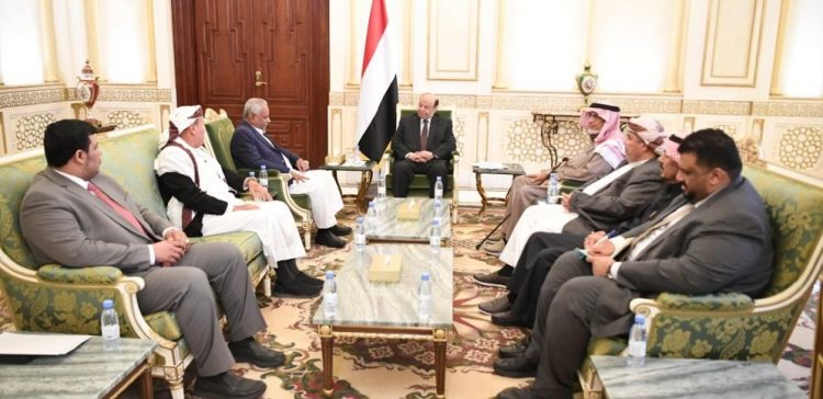 President Hadi receives group of Hadhramout's dignitaries