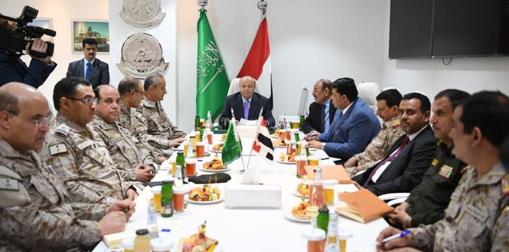 President Hadi visits HQ of Joint Command, briefs on details about combat operations in Marib, Aljawf