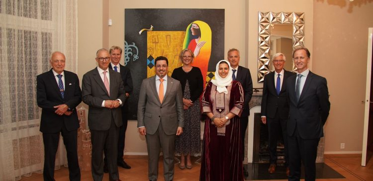 Bin Mubarak confers with Dutch politicians over peace developments, humanitarian situations