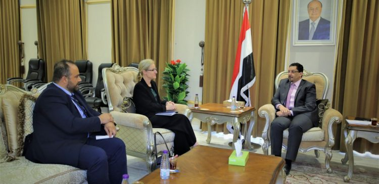 FM discusses with Head of IOM situations of displaced people in Marib